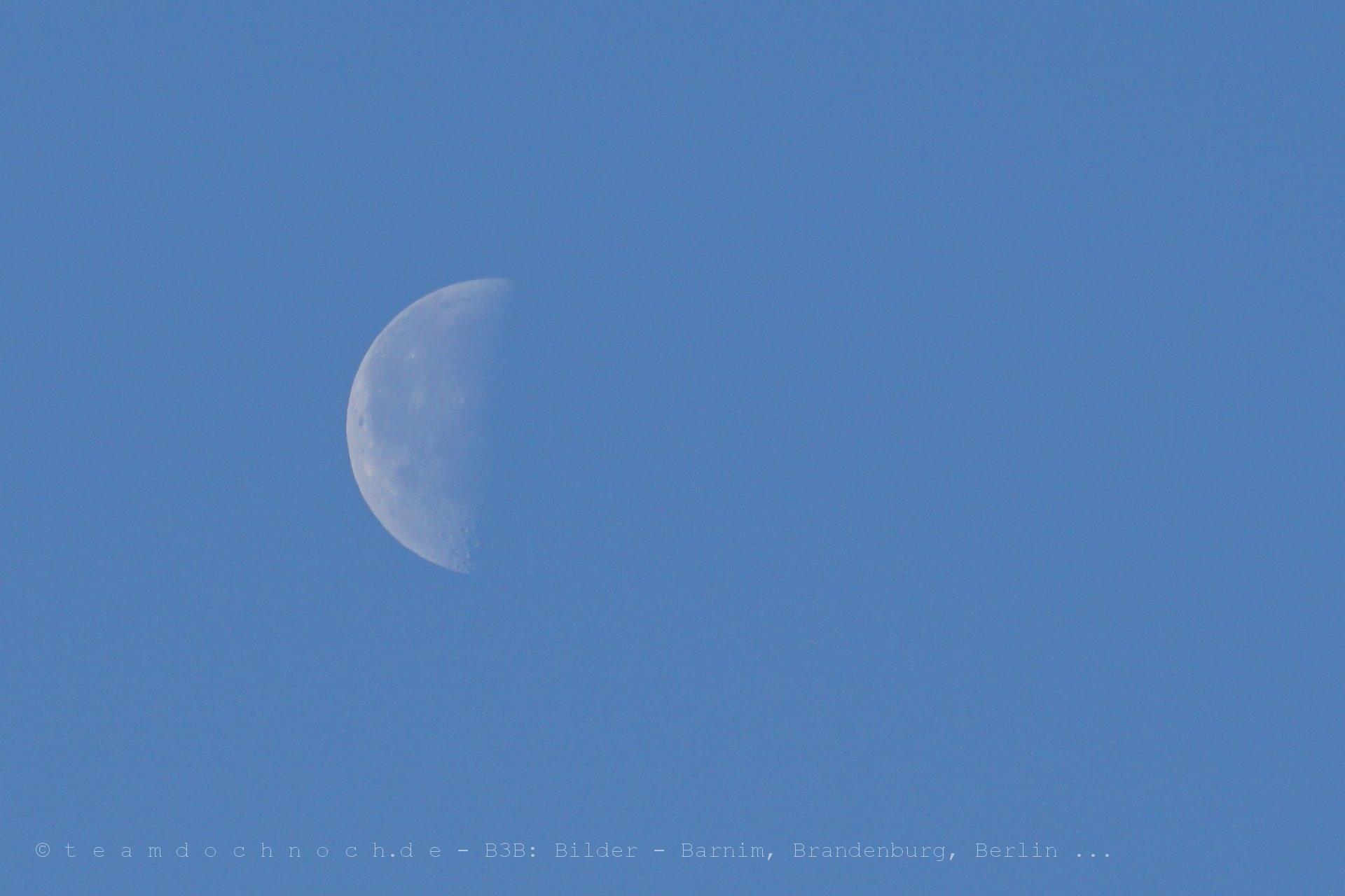 Der halbe Mond um halb sieben