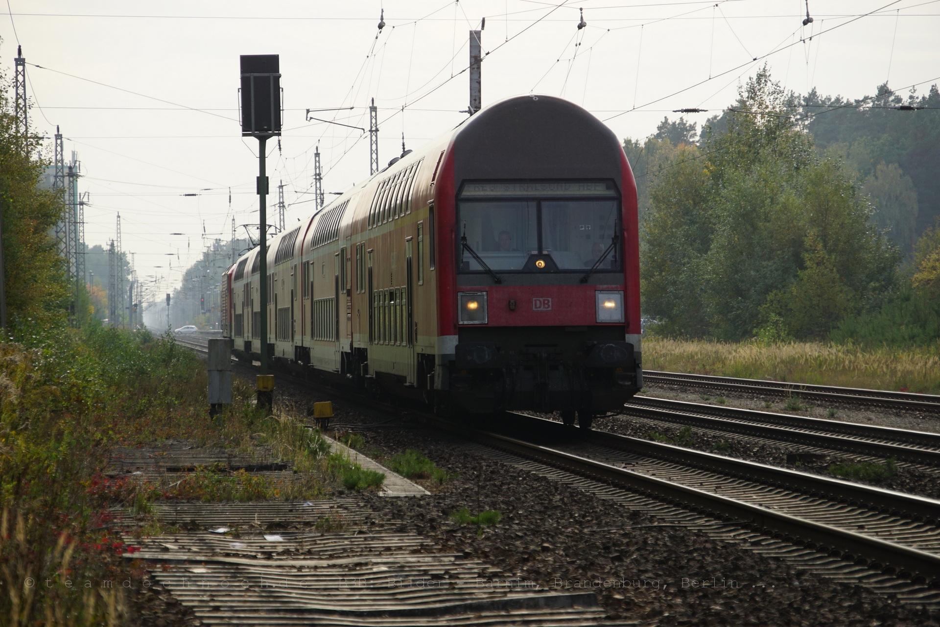 Steuerwagen DABbuzfa 760 am RE3 nach