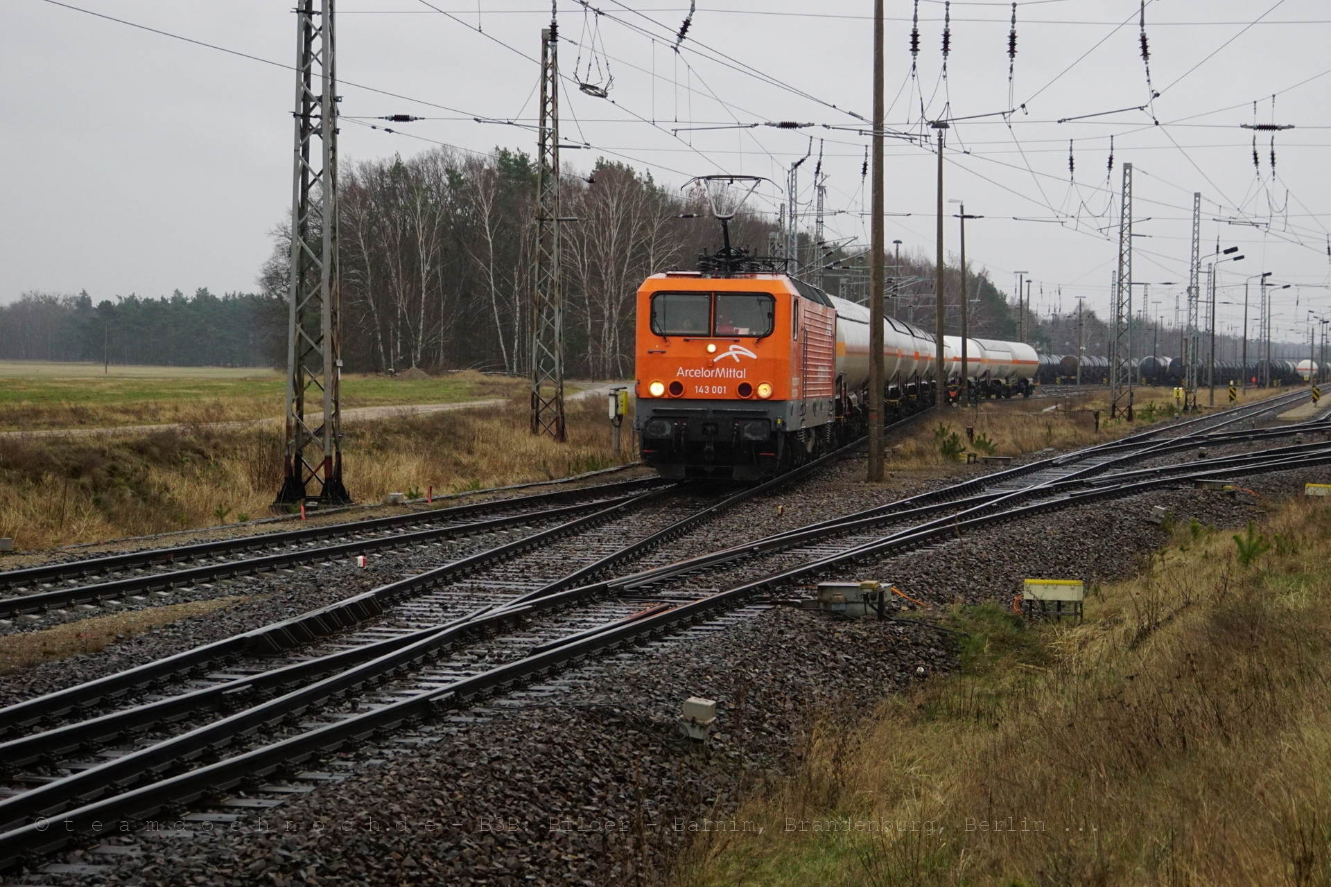 ARCELOR 143 001 verläßt den Güterbahnhof Stendell