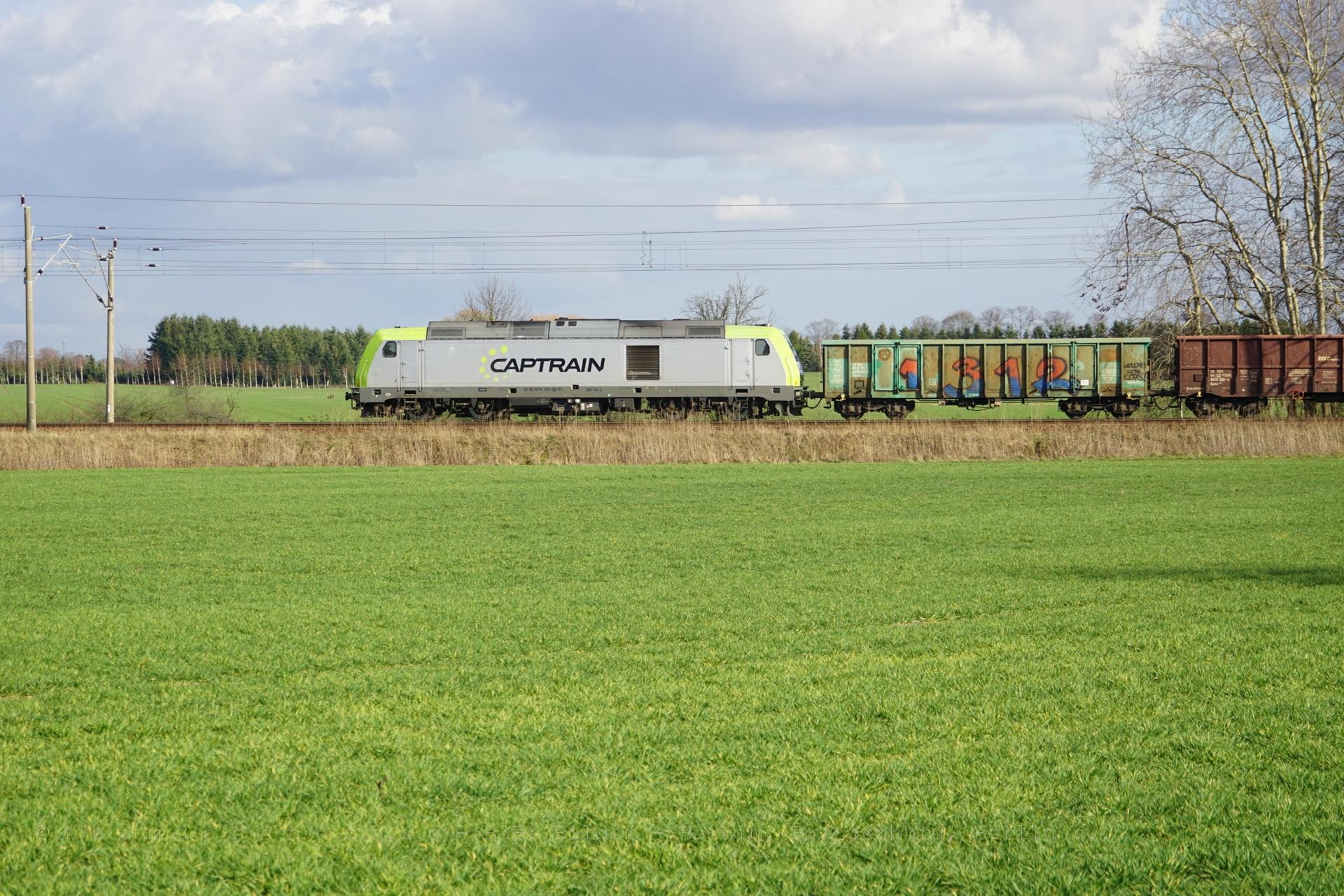285 119-4 Captrain am Bahnübergang Danewitz