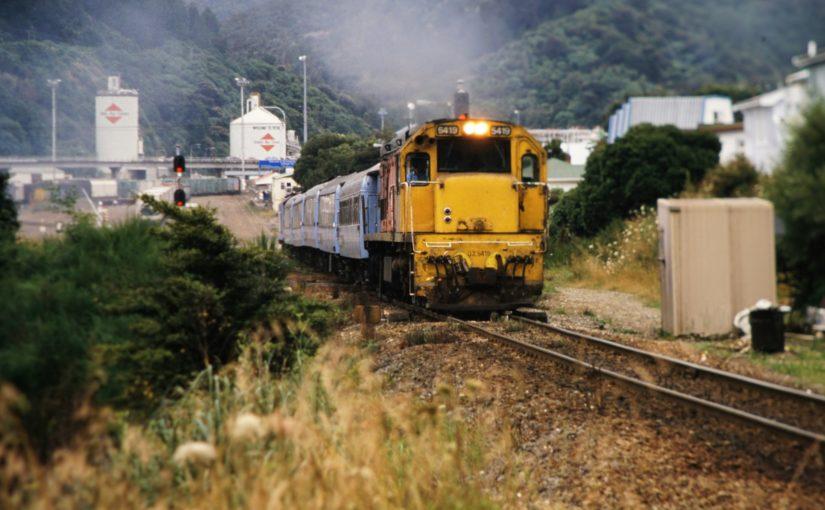 DX 5419 mit P-Zug verläßt den Bahnhof von Picton
