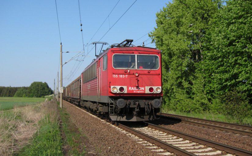 155 183-7 am Bahnübergang Danewitz