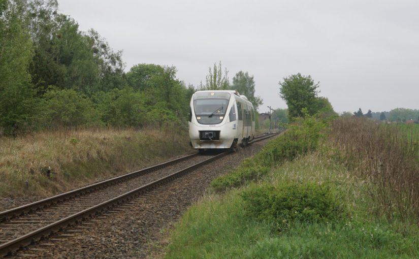 VT 643.01 als RB27 nach Berlin Karow beim Verlassen des Bahnhofs Groß-Schönebeck