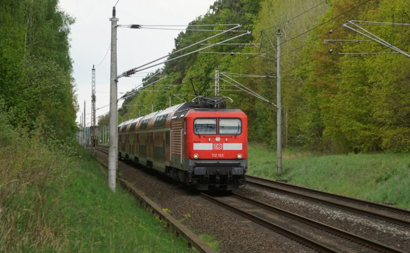 112 122 mit dem RE3 nach Stralsund in Serwest