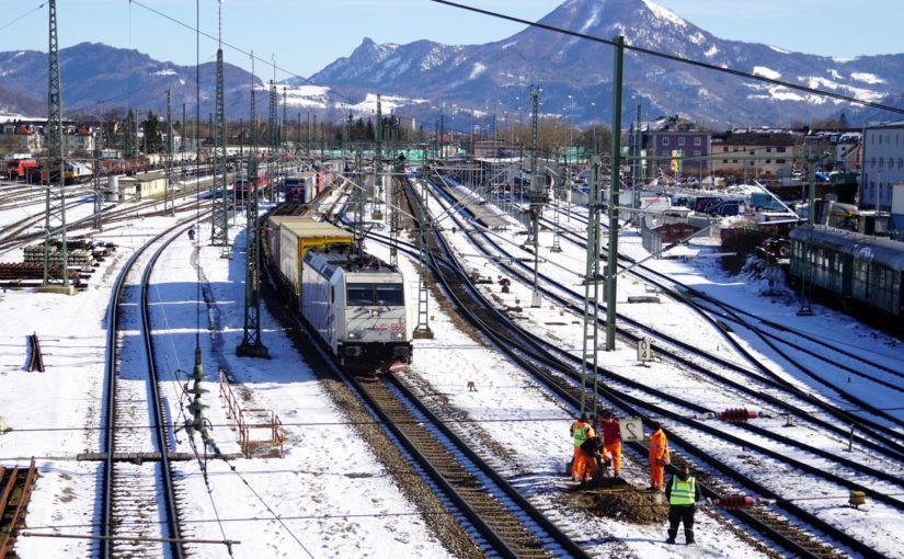 Lokomotion 666 verläßt den Bahnhof Freilassing