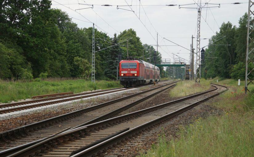 143 242 mit dem RE3 in Wilmersdorf