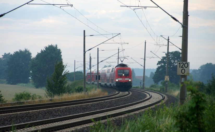 RE1 nach Cottbus in der Kurve bei Breslack