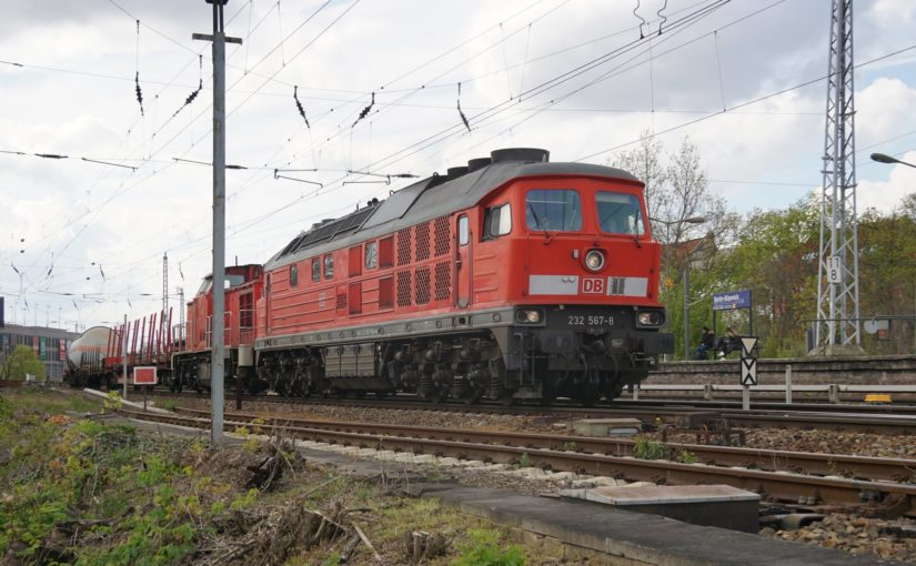 232 567-8 durchfährt den Bahnhof Berlin Köpenick