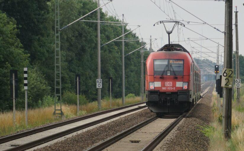 RE5 mit Taurus bei Neu Lüdersdorf