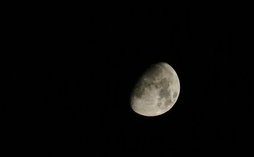 Zunehmender Mond über Berlin