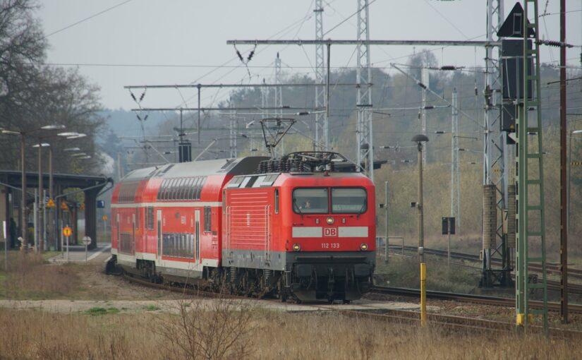 112 133 mit einem RE5 in Fürstenberg/Havel