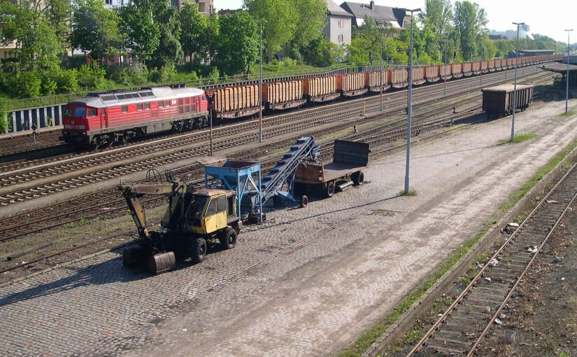 232 156-0 vor dem Müllzug in Neukölln