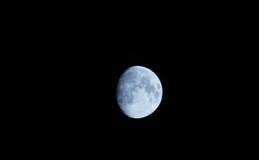 Mond über der Stadt, 22.Juni 2021