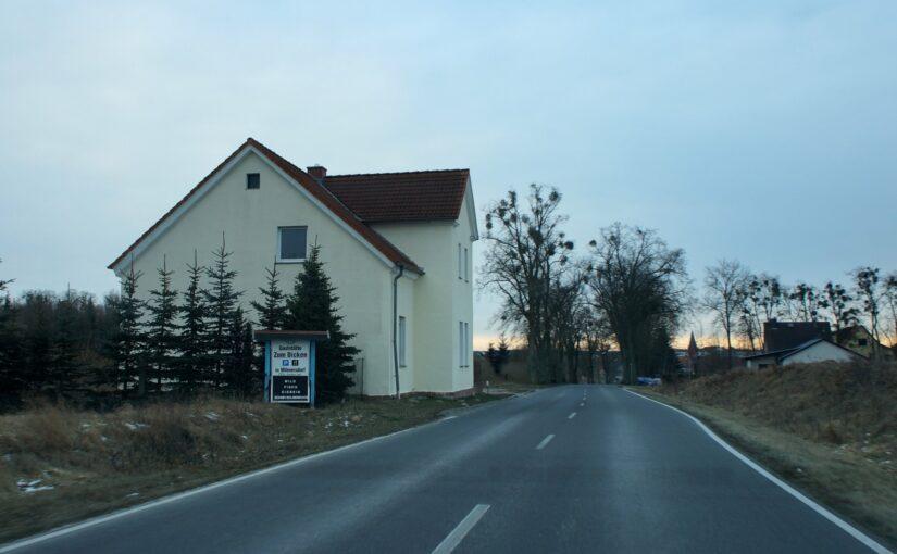 Chausseehaus Milmersdorf mit Schneeresten