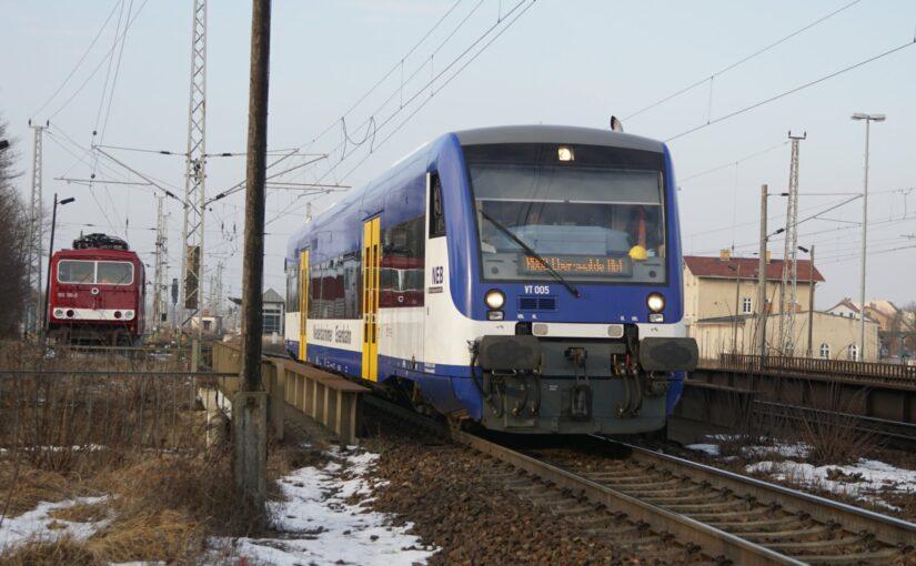 VT 005 der NEB verläßt als RB62 den Bahnhof Angermünde