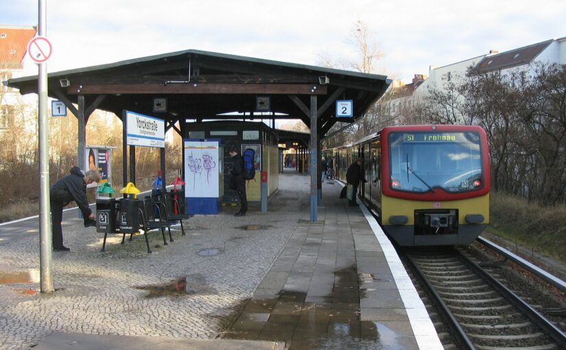 S1 nach Frohnau im Bahnhof Yorckstraße