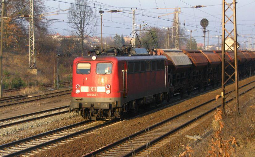 140 646-1 mit einem Zug aus Schüttgutwagen